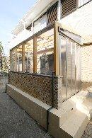 AFTER:庭に面したリビングの掃出し窓には、ガーデンテラス「cocom」腰窓タイプを設置。