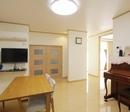 AFTER:リビングの奥は既存の寝室。廊下になっていたところの壁をなくしてリビングに組み込みました。