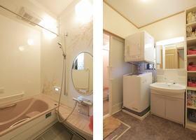 念願の新しい浴室と、新しくなった洗面スペース。わずかなすき間に収納棚をつくり付けて収納力をアップ。浴室のドアは引き戸を採用して、出入りがしやすくなっています。
