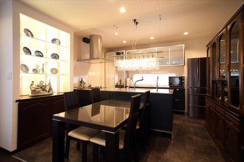 対面式キッチンを設置、リビングと一体化したLDKをプランニング