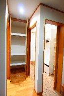 AFTER 少しずつ、2か所増築することで、玄関の土間続きに収納スペースを確保。