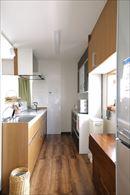 AFTER 収納スペースが充実し、動線もコンパクトになったキッチン。