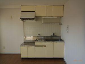 施工前 ごく普通の賃貸マンションのキッチン