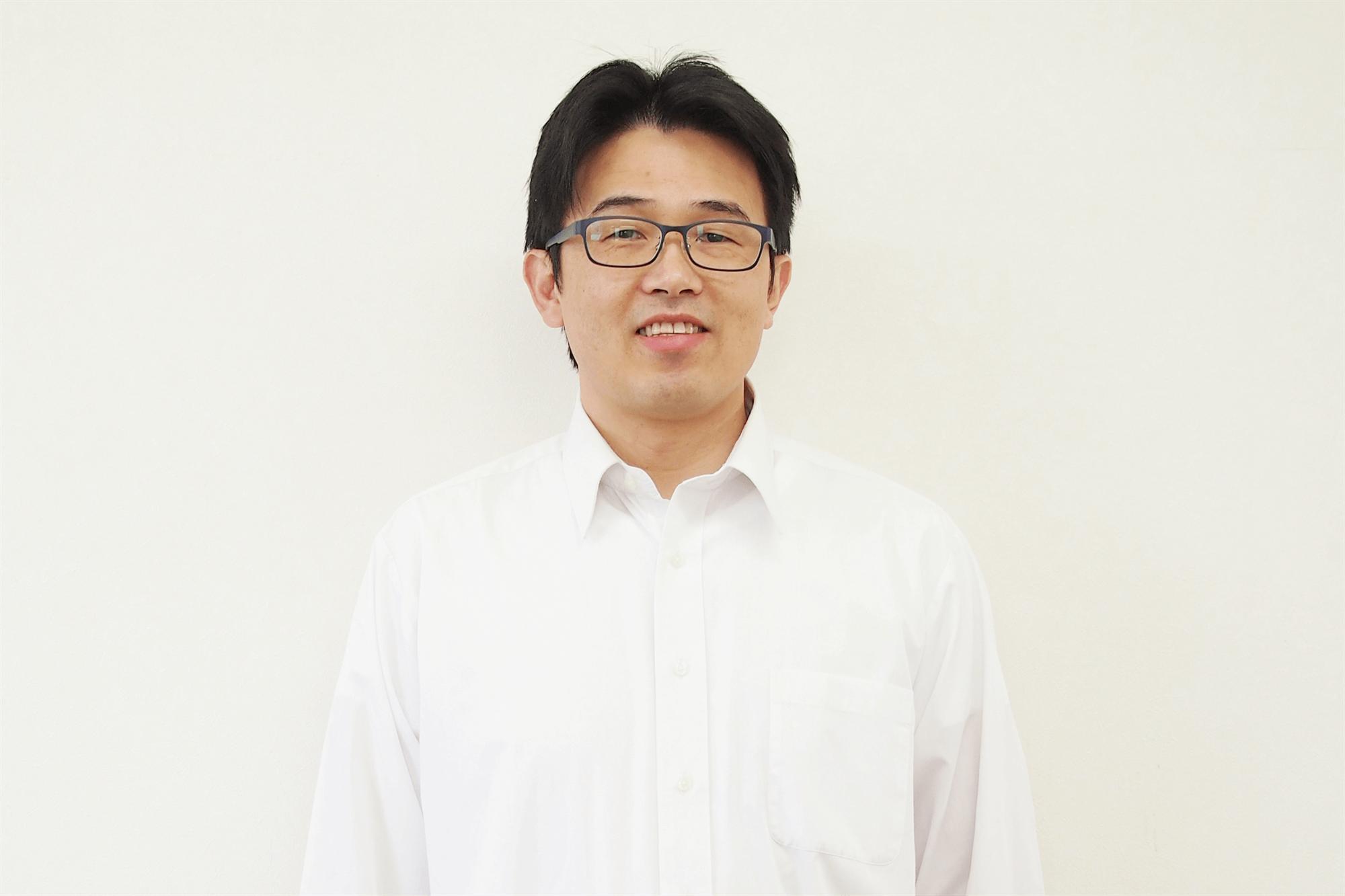 リファイン栗東店 店長 日山 文孝